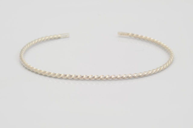 BG-006  Twisted Corner Line Slim Bangle